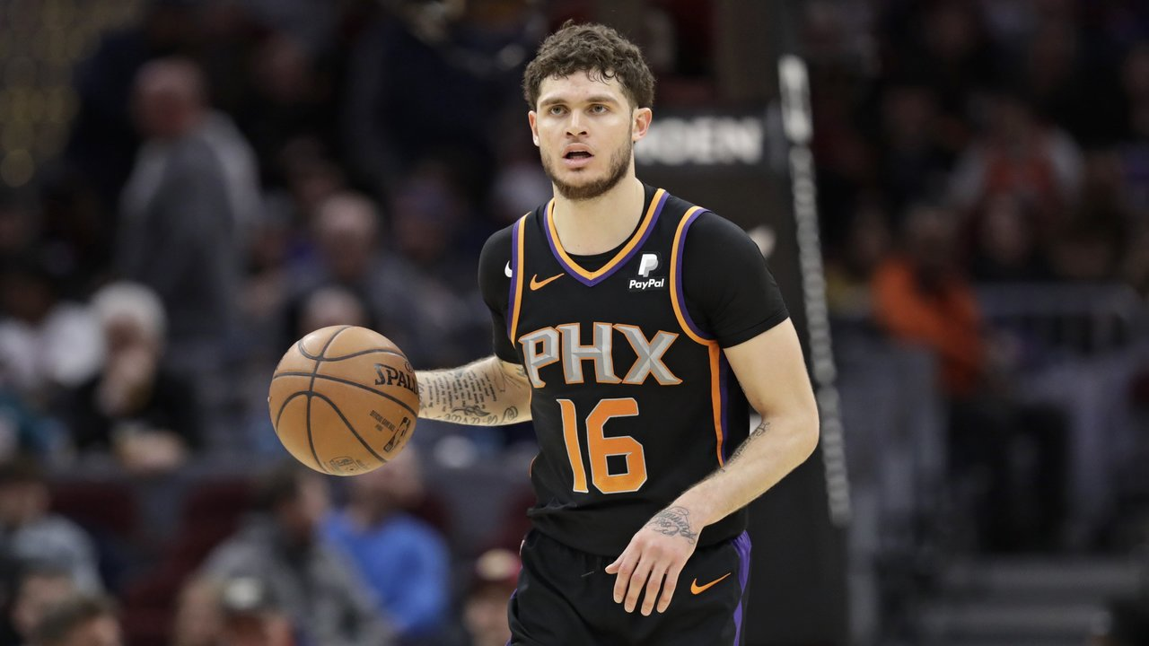 pretty nice ff288 1a84b Tyler Johnson Has A Role To Fill In Phoenix Suns' Present ...